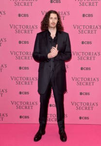 Hozier, call a stylist; this cannot happen at the Grammy's.