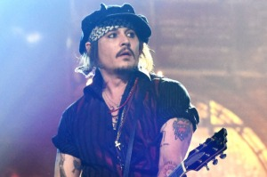 17-johnny-depp-grammys.w529.h352